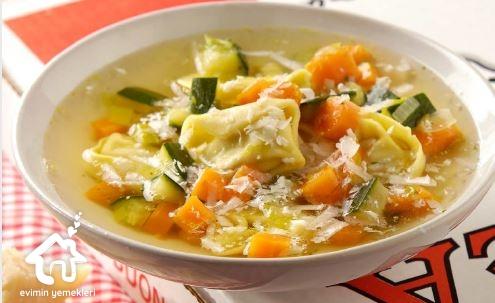 Sebzeli Tortellini Çorbası