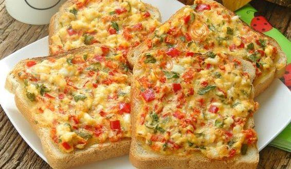 Yumurtalı Peynirli Ekmek