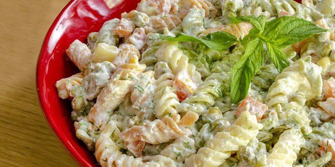 Hellim Peynirli Makarna Salatası Tarifi